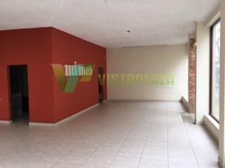 Building in the Centre of Portimão, close to the shopping street, with basement, shop and 4 offices, with elevator |