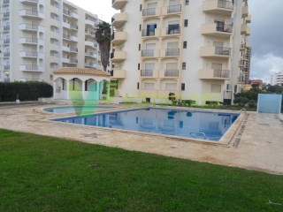 1 bedroom apartment in Praia da Rocha, in good condition, the 500 metres from the beach, with private parking, swimming pools, gardens and bar | 1 Bedroom | 1WC