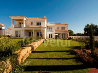 Vilamoura - V4+1 - Excellent Finishes | 4 Bedrooms + 1 Interior Bedroom | 5WC