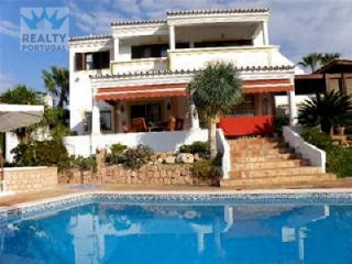 4 bedroom Villa in Guia, Albufeira, Algarve for sale with 852m2 of land | 4 Bedrooms | 4WC