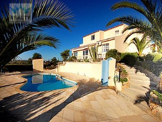 4 bedroom Villa in Albufeira, Algarve for sale with 900m2 of land  | 4 Bedrooms | 3WC
