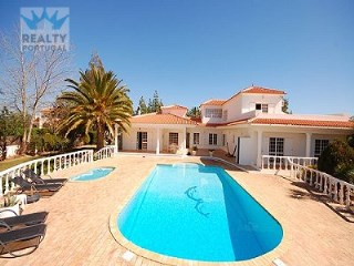 Impressive Villa in Albufeira | 4 Bedrooms