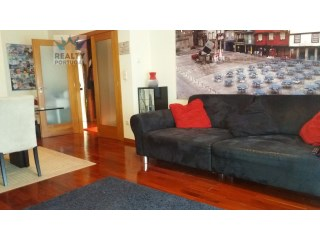 Excellent 2 bedroom apartment well located, Godomar, Porto. | 2 Bedrooms | 1WC