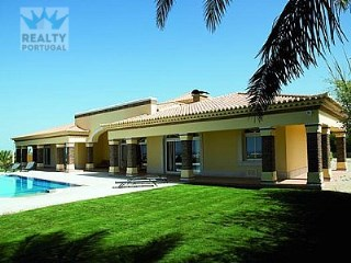 Excellent Village V5 well located, Albufeira, Algarve | 5 Bedrooms | 4WC