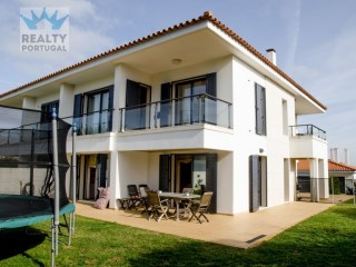 Excellent MoradiaT4 Location, Oeiras, Lisboa | 4 Bedrooms | 3WC