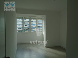 2 Bedroom Apartment Well Located, Odivelas, Lisbon | 2 Bedrooms | 2WC