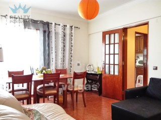 3 Bedroom Apartment Well Located, Almada, Setubal | 3 Bedrooms | 2WC