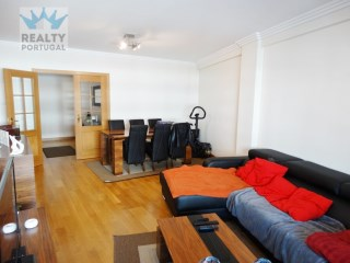 Great 2 Bedroom Apartment Well Located, Lisboa, Lisbon | 2 Bedrooms | 2WC
