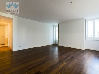 Beautiful 2 Bedroom Apartment Well Located, Lisboa, Lisbon | 2 Bedrooms | 3WC