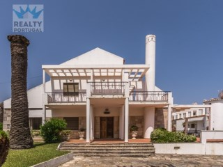 Villa › Lagos | 8 Bedrooms | 4WC