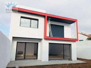Villa › Oeiras | 4 Bedrooms | 3WC
