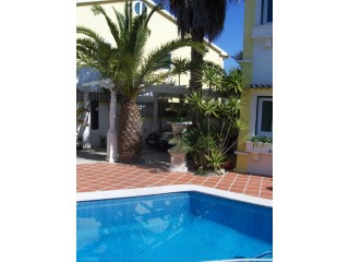 House › Sesimbra | 3 Bedrooms + 1 Interior Bedroom