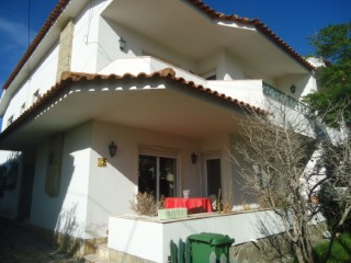 Semi-Detached House › Cascais | 4 Bedrooms | 3WC