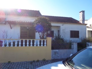 Semi-Detached House › Setúbal | 4 Bedrooms | 2WC