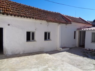 Semi-Detached House › Palmela | 2 Bedrooms | 1WC