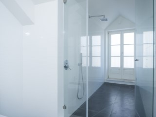 Suite with dressing room-bathroom-Shower%105/121