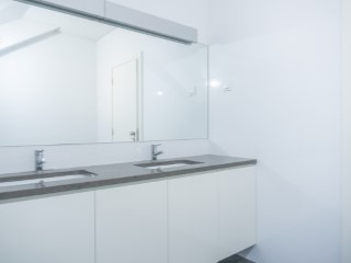 Suite with dressing room-bathroom%104/121