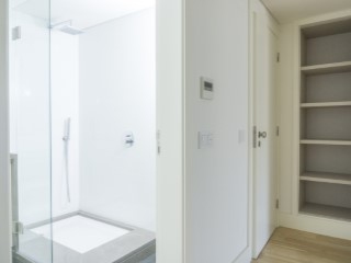 Suite and bathroom%92/121