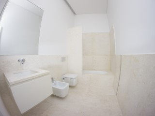 Shared bathroom%153/176
