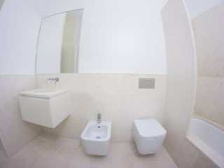 Shared bathroom%154/176