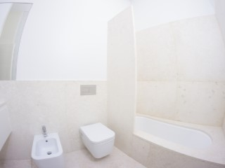 Shared bathroom%155/176