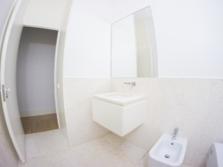 Shared bathroom%156/176