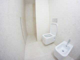 Suite-bathroom%170/176
