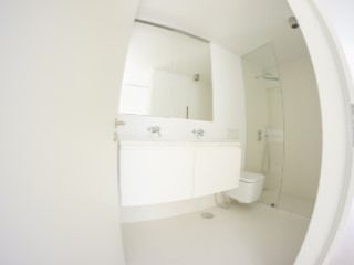 Shared bathroom%125/189