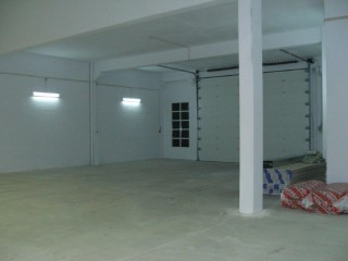 Rental of warehouse in Sintra, Ral, with 500 m2 total area. Great access, direct access to the A16 motorway and IC19