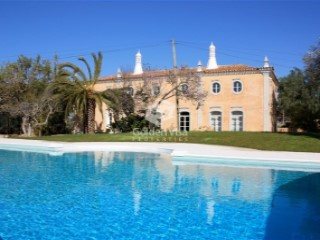 Exceptional villa in Almancil close to beach & golf with traditional Portuguese style | 10 Bedrooms