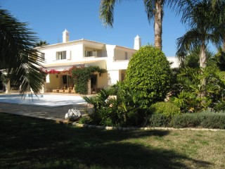 Lovely 5 Bedroom villa in Quinta do Lago with golf views | 5 Bedrooms