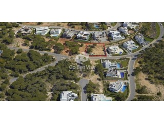Beautiful building plot with sea views at Vale do Lobo |