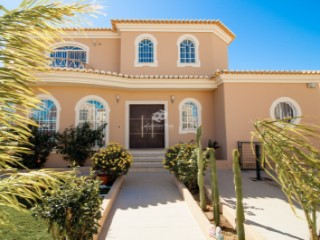 Luxurious 4 bedroom villa in Guia, Albufeira. | 4 Bedrooms