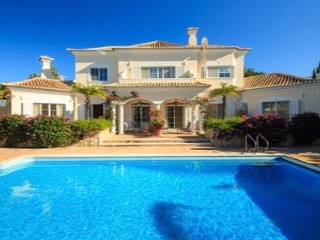 Beautifully Located Traditional Villa in Vale do Lobo | 3 Bedrooms | 3WC