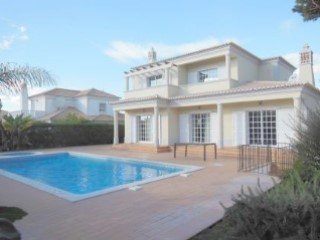 Beautiful new detached 4 bedroom villa with pool in the sought after resort of Varandas do Lago. | 4 Bedrooms | 4WC