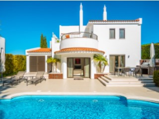Excellent renovated 3 bedroom 3 bathroom villa with pool in Quinta do Lago | 3 Bedrooms | 3WC