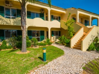 Beautifull Two Bedroom Apartment with Communal Pool close to Quinta do Lago  | 2 Bedrooms | 2WC