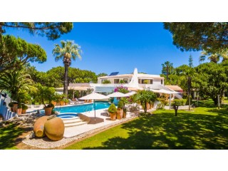 Unique Property in the very heart of Quinta do Lago | 5 Bedrooms | 6WC
