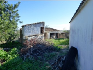 Farm with traditional Algarvian houses and 8ha of land |