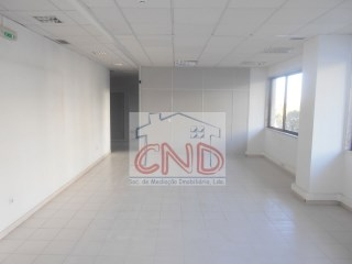 PROPERTY of the BANK, UP to 100% FINANCING, warehouse/shop in Quinta Grande-Alfragide Eur 420,000 sale value |