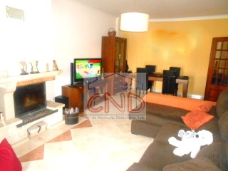 2 bedroom apartment in Couples of Mem Martins | 2 Bedrooms | 1WC