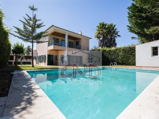 House in Beloura - Sintra, inserted in a plot of 505 m2 composed of 4 rooms with swimming pool | 5 Pièces | 3WC