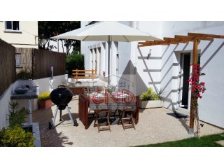 Apartment T2/T3 completely renovated with terrace (garden) in the Centre of Cascais | 2 Bedrooms | 1WC