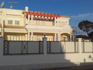 House › Seixal | 5 Bedrooms | 2WC