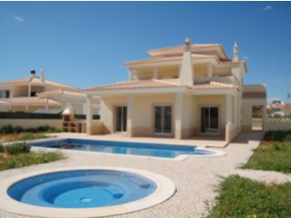 Detached House › Albufeira | 3 Bedrooms + 1 Interior Bedroom | 4WC