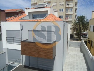 House › Espinho | 4 Bedrooms + 1 Interior Bedroom | 4WC