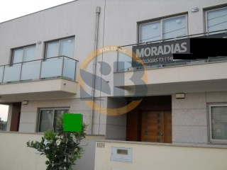 House › Vila Nova de Gaia | 4 Bedrooms | 1WC
