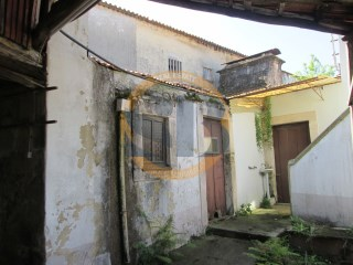 House › Santa Maria da Feira | 2 Bedrooms + 2 Interior Bedrooms | 1WC