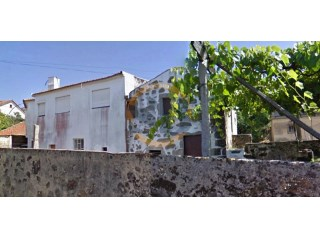 House › Santa Maria da Feira | 5 Bedrooms | 2WC