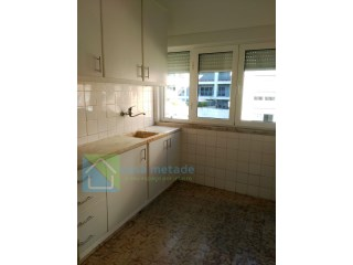 T2 in building, had some good works area and river view  | 2 Bedrooms | 1WC
